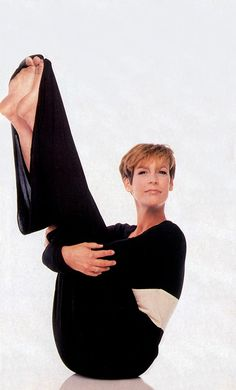 Jamie Lee Curtis feet pictures, Jamie Lee Curtis legs, Jamie Lee Curtis toes, Jamie Lee Curtis barefoot and shoes. Jamie Lee Curtis is a fan. Jamie Leigh Curtis, Lee Curtis, Tony Curtis, Jamie Lee, Janet Leigh, Christina Ricci, Famous Movies, Hollywood Celebrities, American Actress
