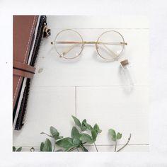 𝚂𝚘𝚖𝚎 𝚍𝚛𝚎𝚊𝚖 𝚠𝚑𝚒𝚕𝚎 𝚜𝚕𝚎𝚎𝚙𝚒𝚗𝚐, 𝚜𝚘𝚖𝚎 𝚍𝚛𝚎𝚊𝚖 𝚠𝚑𝚒𝚕𝚜𝚝 𝚊𝚠𝚊𝚔𝚎 🌝✨🍃 . . . . . . . . . . #白 #white #plant #journaling #traveljournal #dream #glads… Round Glass, Journaling, Plant, Caro Diario, Plants, Replant, Trees