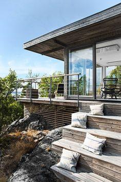16 charmante skandinavische Veranda-Designs, die Sie draußen halten 16 charming Scandinavian porch designs that keep you out there build Veranda Design, Deck Design, Skandinavisch Modern, Modern Deck, Modern Wooden House, Wooden House Design, Wooden Houses, Modern Cottage, Building A Porch