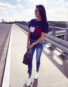 Tommy Jeans Designer Outfit Inspiration OOTD Urban Vintage Streetwear Retro Summer Look Tumblr Outfits, Mode Outfits, Trendy Outfits, Fall Outfits, Trendy Clothes For Teens, Simple School Outfits, Colorful Clothes, Fashionable Outfits, Look Fashion