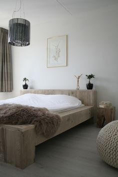 What a lovely, yet simple, bed. It would be fairly easy to make this out of reclaimed wood, as well. Farmhouse Bedding Sets, Bedding Master Bedroom, Simple Bed, Comfy Bed, Diy Bed Frame, Home And Deco, Bed Lights, Bed Styling, Fashion Room