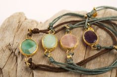 HAPPY STONE CLASSIC BRACELET. Bracelet of original design Happy Stone with adjustable cord, silver plated in gold and natural stone. Jewelry of artisan design insipid in the beauty and magic of nature. Ideal for yoga practitioners and lovers of gem therapy. #piabarcelona #classicbracelet