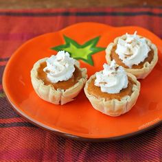 These easy, lightened up Pumpkin Pie Bites are the perfect mini dessert for your Thanksgiving meal! Just 44 calories or 2 Weight Watchers SmartPoints!
