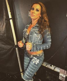 wwe Can @themickiejames make history at #WWETLC by defeating @alexa_bliss_wwe_ for the #Raw #WomensChampionship? 2017/10/23 09:40:52