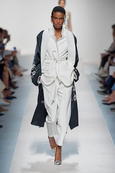 Ermanno Scervino Spring 2020 Ready-to-Wear Fashion Show - Vogue Fashion Weeks, Summer Fashion Outfits, Fashion 2020, Spring Summer Fashion, Runway Fashion, Stylish Outfits, Fashion Beauty, Long Silk Skirt, Ermanno Scervino
