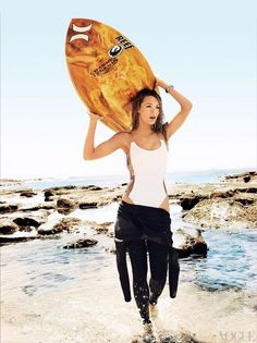 Blake Lively is looking better than ever in Vogue's June 2010 surf-themed spread. The athletic young actress shares the spotlight with surf legend Rob Blake Lively Vogue, Vans Surf, Surf Mode, Urbane Fotografie, Sup Girl, Modelos Fashion, Hang Ten, Looks Street Style, Mario Testino