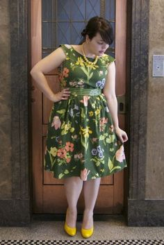 What a gorgeous curvy blog, and a stunning custom made dress from sohomode on etsy!