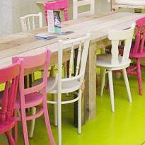 Voor bij de eettafel, 3 stoeltjes uit de kringloop om lekker op te knappen en te verfen - stoelen na.jpg