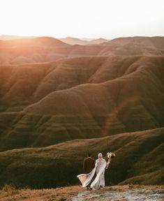 Pre Wedding Poses, Pre Wedding Shoot Ideas, Pre Wedding Photoshoot, Prenup Photos Ideas, Wedding Backdrop Design, Wedding Photography Poses, Photography Gifts, Prewedding Outdoor, Romantic Wedding Photos