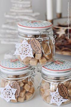 dárečky Coffee Shop Logo, Mason Jar Wine Glass, Jar Gifts, Homemade Gifts, Sewing Crafts, Logo Design, Cooking Recipes, Paper Crafts, Tableware