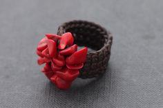 Coral Knitted Ring por XtraVirgin en Etsy