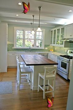 <br> Kitchen Tiles, Kitchen Colors, Kitchen Decor, Kitchen Wood, Kitchen Cabinets, Kitchen Country, Kitchen White, Kitchen Sink, White Cabinets