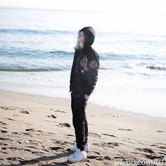 #weibo update 新年快乐!此祝福来自大洋彼岸的Boy!(鎶菗嘚bu㖷㖶,㖷芥末!) #华晨宇#huachenyu