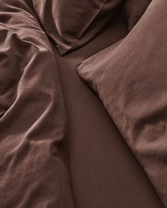 All your bedding essentials in one set. Our luxurious bedding is woven in Portugal with 100% premium long staple cotton and has a 400 thread count. Crafted to last and guarantee a restful night. Beddable's Acorn Brown is rich espresso hue with milk chocolate undertones. This earthy walnut is a perfect accent colour, which can be paired with lighter neutrals such as our Caramel Brown and Beige. Beige Bedding Sets, Dark Grey Bedding, Striped Bedding, Green Bedding, White Bedding, Caramel Brown, Acorn, Accent Colors, Luxury Bedding