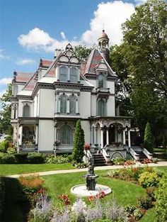 1873 Victorian (20 Circular St, Saratoga Springs, NY) - love the exterior