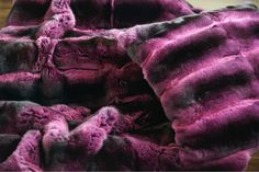 Coperta in Chinchillà Fucsia. Furs, Blankets, House, Furniture, Beautiful, Ceilings, Home, Blanket, Haus