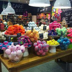 The Body Shop, Lush Aesthetic, Handmade Soap Recipes, Melt And Pour, Bath Boms, Bomb Cosmetics, Bath Art, Lush Bath Bombs, Lipgloss