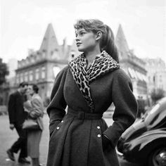 Brigitte Bardot at Place François 1951 (photo by Georges Dambier) Bridget Bardot, Brigitte Bardot Young, Fashion Week, Fashion Models, Style Fashion, 1950s Fashion, Vintage Fashion, Vintage Glam, Emmanuelle Béart