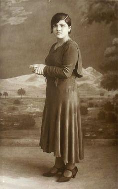 """ERCİYES'E İLK TIRMANAN KADIN """"Erciyes'in zirvesine tırmanan ilk Türk kadını İlmiye Bergman"""" 1936 yılında.Muhaddiszade Sait Efendi ile Ayşe Hanım'ın en küçük oğlu, Huant Hatun Medresesi Müderrisi Âlim Efendi ile Molu'lu Dudu Hatun ile Mustafa Bey'in en büyük çocukları Simiten hanımın evliliklerinden dört kız çocukları olur."""