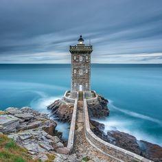 C'est pour des paysages comme ça qu'on <3 la France ! Ici, le phare de Kermorvan dans le Finistère.