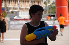 Pistola en mano para comenzar su guerra de agua con los más pequeños!!