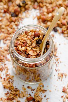 Un'idea buona da mangiare e anche da regalare per Natale. Un mix di cereali e frutta secca profumata da un tocco esotico e facile da personalizzare.