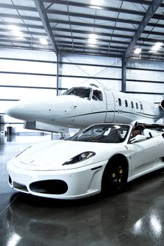 Sports at and private plane in matching colour