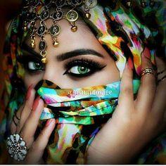 Beautiful Arab Women Tunisian actress - Rabia Ben Abdallah Syrian actress - Kinda Hanna Saudi Arabian - Princess Ameerah Al-Taweel of Saudi Arabia According to VOGUE, there're 5 Features Arab Women. Arabian Eyes, Arabian Makeup, Arabian Beauty, Beautiful Arab Women, Arabian Women, Eyeshadow Base, Exotic Beauties, Stunning Eyes, Cross Paintings