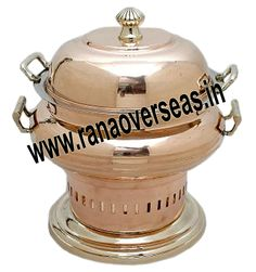Brass Chafing Dish Brass Chafing Dishes manufactured, supplied and exported by us are used for dining purposes in leading restaurants, hotels, caterers, banquet halls, parties and functions and other eating outlets. Brass Chafing Dishes are also ideal gift items. An extensive range of our Brass Chafing Dishes includes superior quality Decorative Brass Chafing Dishes that are fabricated from supreme quality metals. Our entire range of these Brass Chafing Dishes