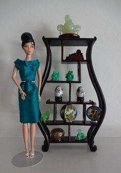 Miniature Chinese Vase Shaped Display Stand 4 Fashion Royalty Barbie Momoko | eBay