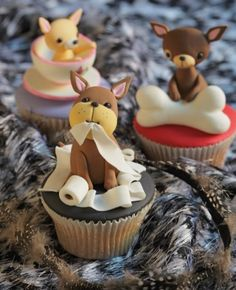 Perritos ♥ Planet Cake ♥ http://www.theinternetchef.biz/4080/how-to-become-a-cupcake-decorating-machine More