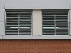 Reja con barrotes macizos horizontales. Ideales para centros escolares o instituciones.