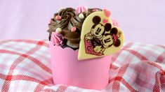 You'll find everything from adorable sweets you can grab on the go to romantic prix fixe meals with extra special touches to celebrate Valentine's Day 2021 at Disney World #ValentinesDay #ValentinesDay2021 #Disney #DisneyWorld #Disneytreats #Disneysnacks #Disneyfood Disney Destinations, Disney World Resorts, Disney Vacations, Disney Parks, Walt Disney World, Tiffin Restaurant, Be Our Guest Disney, Chocolate Garnishes, Valentines Day Treats