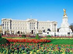 Buckingham Palace..... It's always great to enjoy time with The Royals.. and where else to wear great shoes everyday.
