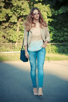 Die in München lebende Bloggerin Luisa Lion von Style Roulette steht aktuell voll auf zerrissene Jeans. So dreht sich bei diesem Street-Style auch alles um