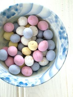 Mini eggs in bowl Easter Candy, Hoppy Easter, Easter Treats, Easter Eggs, Mini Eggs, Easter Parade, Egg Art, Easter Holidays, Pretty Pastel