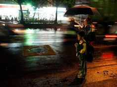 nighttime_taxi_call street photography