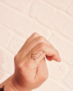 You get a corgi! And you get a corgi! Everybody gets a corrr-giiii! Future Tattoos, Tattoos For Guys, Corgi Tattoo, Muster Tattoos, Dog Tattoos, Tatoos, Henna Tattoos, Minimal Tattoo, Tattoo Designs