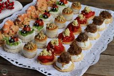 Party Finger Foods, Good Healthy Recipes, Appetizers For Party, Mini Cupcakes, Empanadas, Catering, Sushi, Buffet, Cheesecake