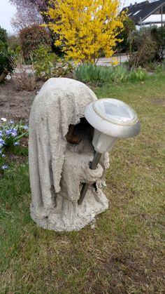 Resteverwertung Beton Betonwächter als Lampenhalter