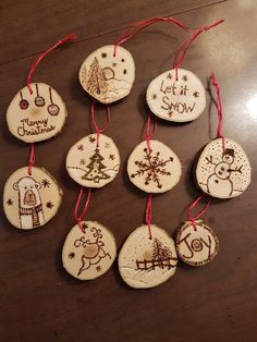 33 Adorably Cozy DIY Christmas Decorations and Crafts - The Trending House Wood Slice Crafts, Wood Burning Crafts, Wood Burning Patterns, Wood Burning Art, Wood Crafts, Wood Ornaments, Diy Christmas Ornaments, Christmas Projects, Holiday Crafts