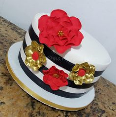 Kate Spade Cake  Gold and Black cake  Cake by Maria Rosa Bolos  Rio de Janeiro - Brasil