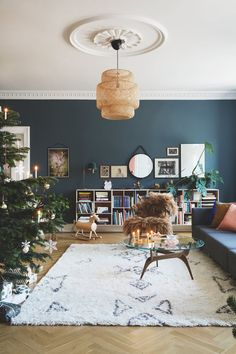 〚 Elegant Christmas tree and colorful textiles: Christmas in a bright apartment in Denmark 〛 ◾ Photos ◾Ideas◾ Design Live Christmas Trees, Elegant Christmas Trees, Bright Apartment, Pink Walls, Unique Home Decor, Colorful Decor, Wall Colors, Home Projects, Home Interior Design
