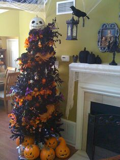 Hmmm... I could so get into this! The redecorate a bit for Thanksgiving and then Christmas!