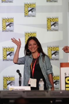 Kristin Kreuk waving to her fans at BEAUTY AND THE BEAST Panel at Comic-Con 2012. (Photo: Francis Specker/CBS ©2012 CBS Broadcasting Inc. All Rights Reserved)