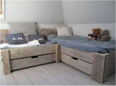 Κρεβάτι γωνία από παλέτες.