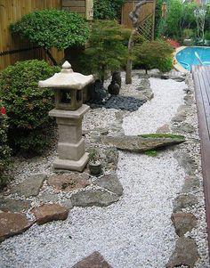 Small Japanese Garden by Peter Richardson in Australia at japanese-garden-guide.com