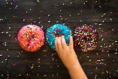 From Voodoo Doughnuts to Duck Donuts, we've rounded up the best (and most delicious!) doughnuts shops in the United States for families. Cinnamon Donuts, Doughnuts, Dunkin Donuts, Donut Pictures, Hand Pictures, I Dont Care Anymore, Krispy Kreme Doughnut, Healthy Donuts, Delicious Donuts