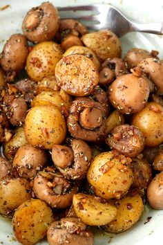 A buttery dish of pan-roasted Garlic Mushroom and Baby Potatoes with herbs. So simple and very easy to make with elegant results that make for a delicious side or appetizer.| www.foxyfolksy.com #recipe #potatoes #easy #healthy #sidedish #mushroom