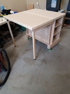 NATION - Cutting Table Movable, adjustable, cutting table with three large storage compartments.Movable, adjustable, cutting table with three large storage compartments. Workbench Table, Folding Workbench, Workbench Ideas, Workbench Organization, Garage Workbench, Woodworking Furniture, Woodworking Crafts, Diy Furniture, Woodworking Videos